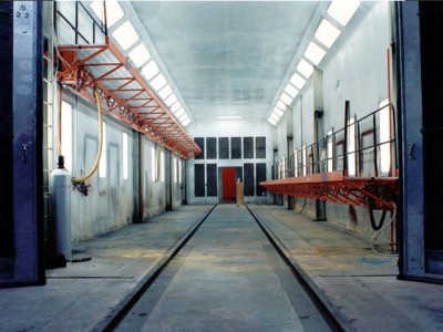 Rail paint booth lifts