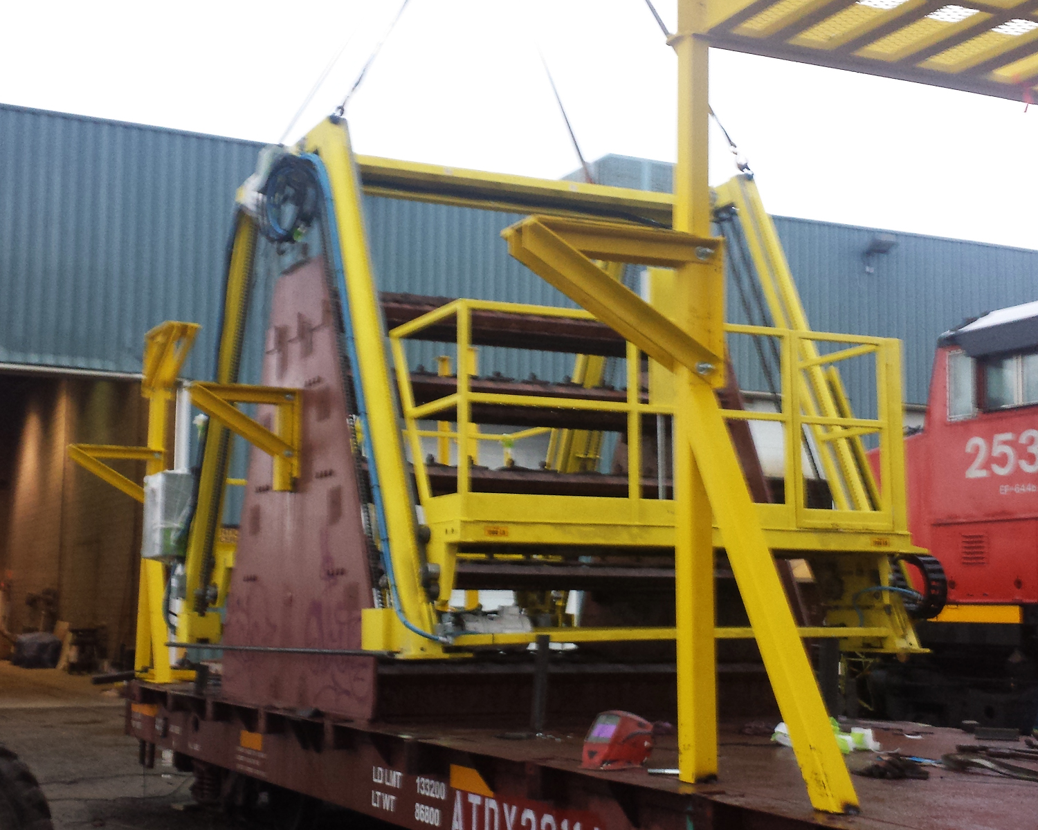 Personnel Lift for Continuous Welded Railcars (CWR)