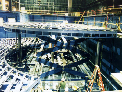 Underwater Stage Lift showing scissor geometry