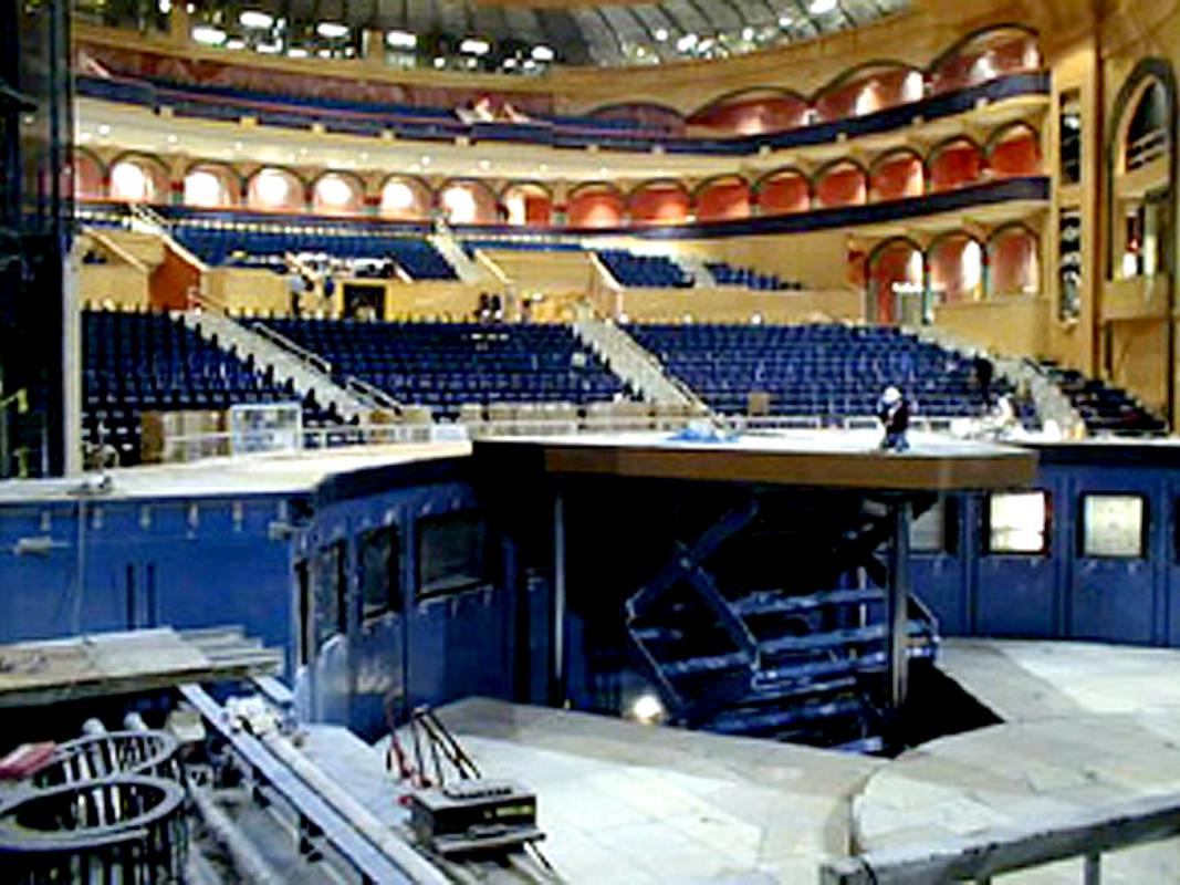 Underwater Stage Lifts For Cirque Du Soleil S O Show